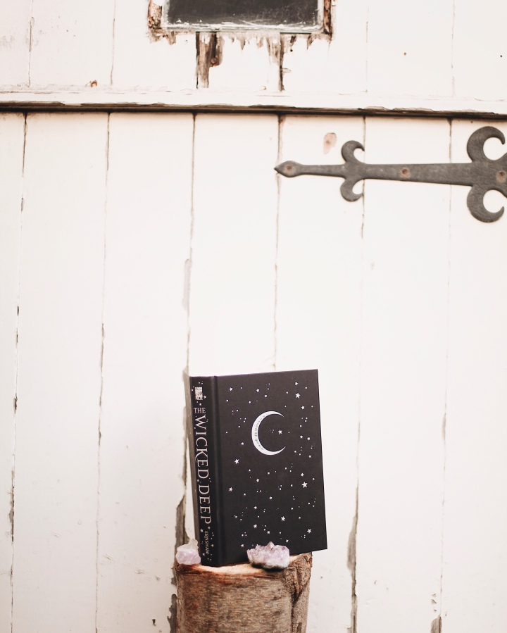#Blogoween // Top 5 Books About Witches